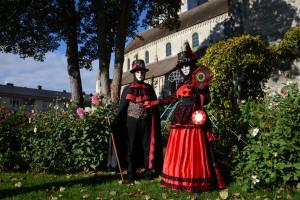 dans le jardin de l'église St Etienne (photo P Bacher)