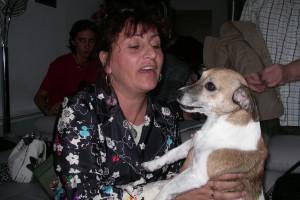 Nathalie avec son petit chien si mignon