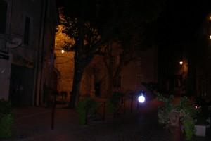 la place du village de nuit