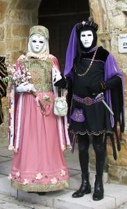 costume médiéval noir et violet