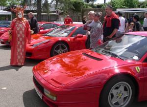 Robert devant quelques voitures italiennes
