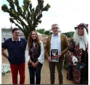 christian Peulvey, Arlette Girard, Xavier Bonnet Maire de Clisson, et Casanova( le maitre de cérémonie de Dives et de Clisson.) photo journal Ouest france